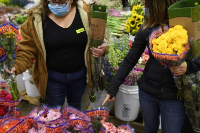 1-800-flowers-ceo-says-shortages-of-flowers-and-berries-wont-ruin-its-mothers-day-sales-scaled.jpg