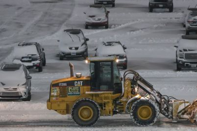 airlines-cancel-most-nyc-area-flights-as-snowstorm-hits-scaled.jpg