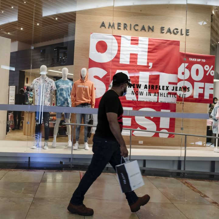 american-eagle-is-the-latest-apparel-retailer-to-crush-estimates-as-teens-head-back-to-the-mall-scaled.jpg