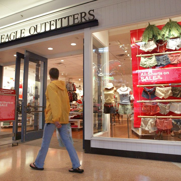 american-eagle-shares-drop-after-revenue-falls-short-e-commerce-sales-slow-from-last-year-scaled.jpg