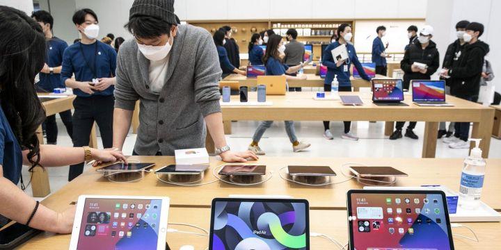 apple-posts-record-revenue-for-quarter.jpg
