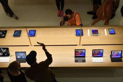 apple-profit-sets-record-on-strong-iphone-sales.jpg