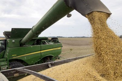 as-small-u-s-farms-face-crisis-trumps-trade-aid-flowed-to-corporations-scaled.jpg