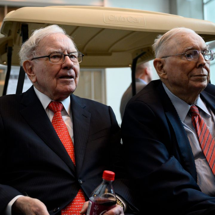 berkshires-annual-meeting-kicks-off-with-buffett-and-munger-together-again-shares-at-a-record-scaled.jpg