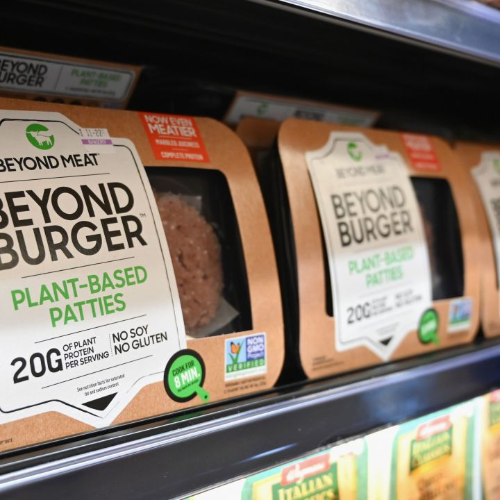 beyond-meat-unveils-new-version-of-its-meat-free-burgers-for-grocery-stores-scaled.jpg