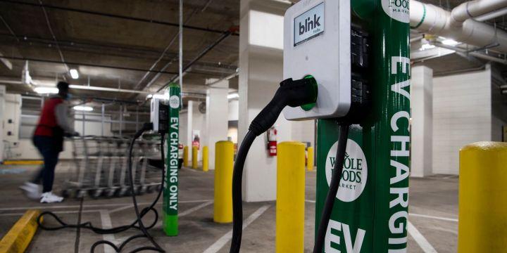 blink-charging-taps-cash-pile-in-electric-car-bet.jpg