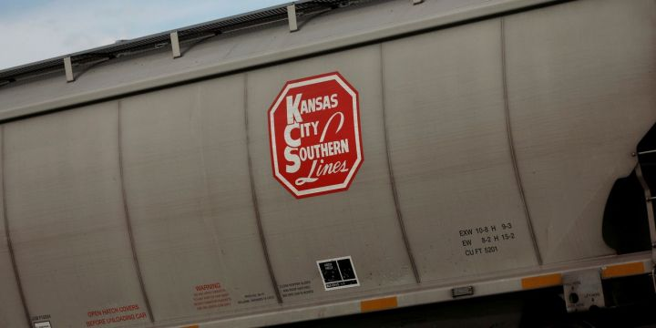 canadian-pacific-reaches-27-billion-deal-to-buy-kansas-city-southern.jpg