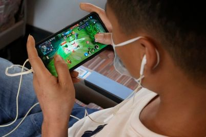 chinas-online-game-companies-fall-in-line-with-restrictions-on-entertainment.jpg