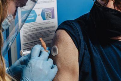 cvs-walgreens-look-for-big-data-reward-from-covid-19-vaccines.jpg