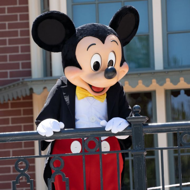 disney-tells-salaried-and-non-union-employees-in-the-u-s-they-must-be-vaccinated-by-end-of-september-scaled.jpg
