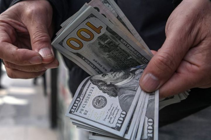 dollar-strength-gives-wall-street-something-new-to-worry-about.jpg