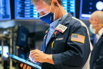 dow-climbs-more-than-200-points-on-the-first-trading-day-of-may-retail-stocks-lead-gains-scaled.jpg