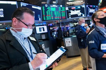 dow-drops-more-than-100-points-to-start-the-week-as-stocks-pull-back-from-record-highs-scaled.jpg