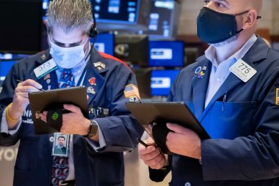 dow-drops-more-than-400-points-as-boeing-shares-slide-sp-500-slips-from-record-high-scaled.jpg