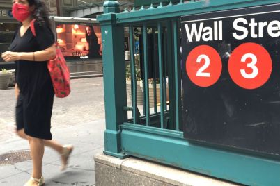 dow-falls-nearly-100-points-as-inflation-fears-overshadow-strong-earnings-scaled.jpg