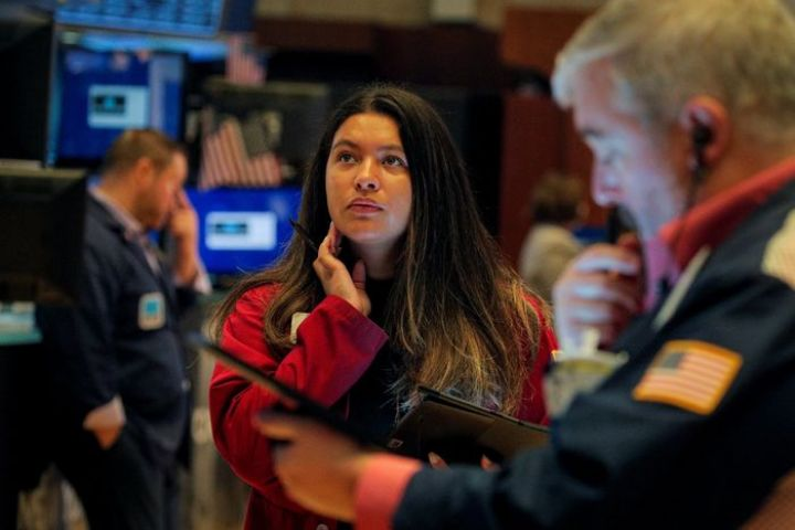 dow-jumps-500-points-after-strong-earnings-reports.jpg