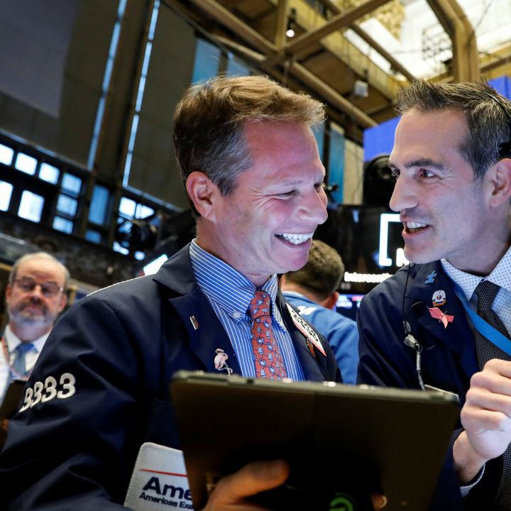 dow-rebounds-350-points-on-track-to-snap-4-day-losing-streak-after-fed-decision-scaled.jpg