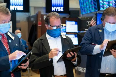 dow-rises-150-points-sp-500-hits-fresh-record-high-despite-disappointing-u-s-jobs-report-scaled.jpg