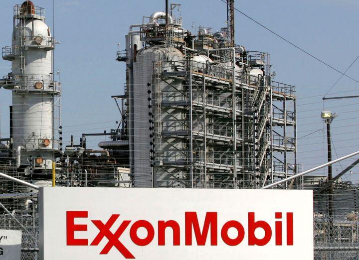 exxon-posts-a-profit-snapping-four-quarter-loss-streak.jpg
