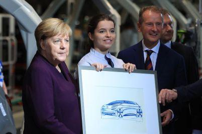 how-volkswagens-50-billion-plan-to-beat-tesla-short-circuited.jpg