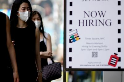 jobless-claims-fall-below-300000-for-the-first-time-since-the-pandemic-began-scaled.jpg