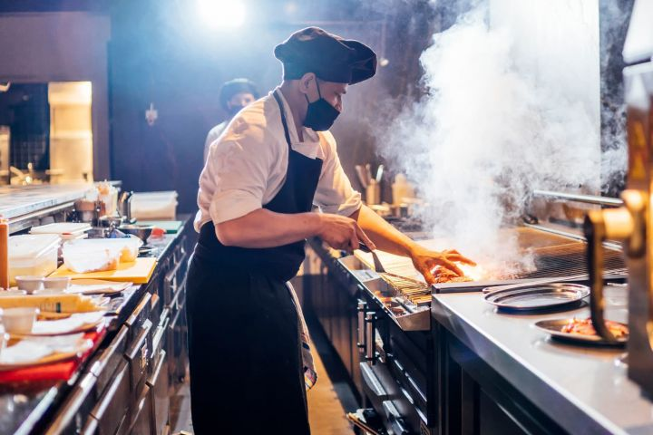 majority-of-restaurant-operators-say-business-conditions-are-worse-now-than-three-months-ago-survey-finds.jpg