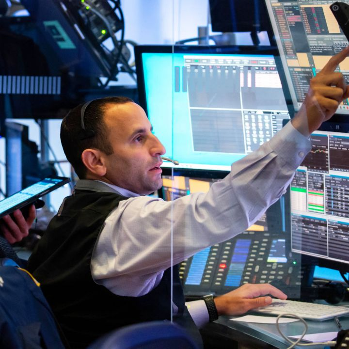 nasdaq-stocks-continue-to-struggle-but-dow-adds-90-points-on-wednesday-scaled.jpg