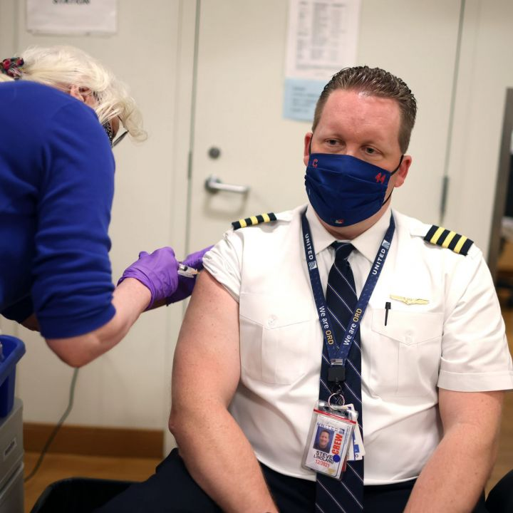 nearly-600-united-airlines-employees-face-termination-for-failing-to-comply-with-vaccine-mandate-scaled.jpg