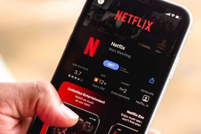 netflix-falls-on-slowing-subscriber-growth-what-cramer-and-other-market-analysts-would-do-now-scaled.jpg