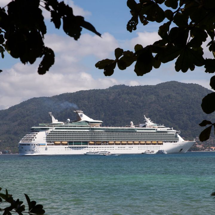 royal-caribbean-halts-hiring-in-india-suspends-indian-crew-assignments-as-covid-cases-surge-scaled.jpg