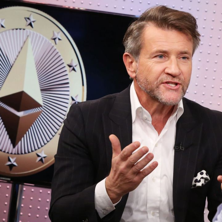 shark-tank-host-robert-herjavec-the-biggest-fear-based-risk-business-owners-face-right-now-scaled.jpg