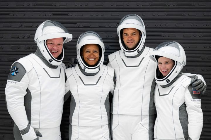 spacex-is-set-to-launch-four-nonprofessional-astronauts-to-orbit-heres-what-you-should-know.jpg