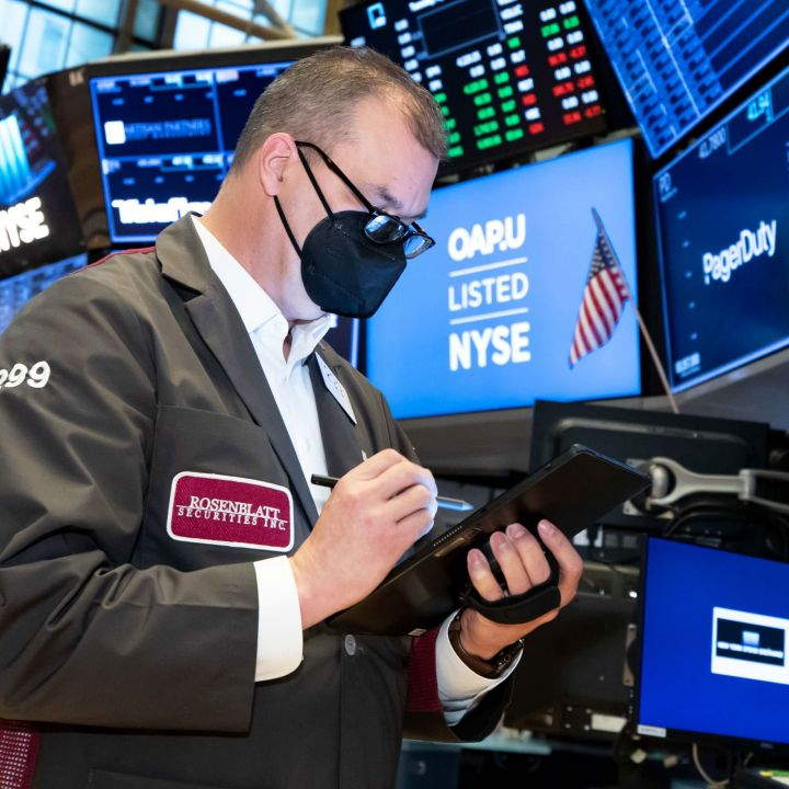 stock-futures-are-flat-after-sp-500-closes-at-record-tesla-shares-decline-while-ups-soars-scaled.jpg