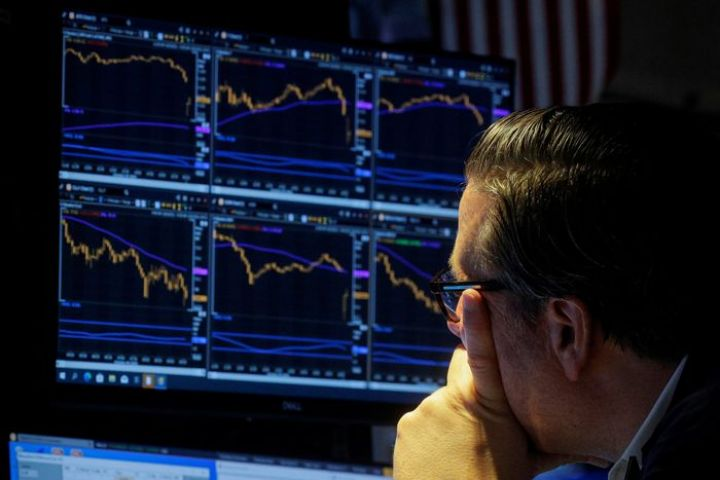 stock-futures-fall-natural-gas-futures-climb.jpg