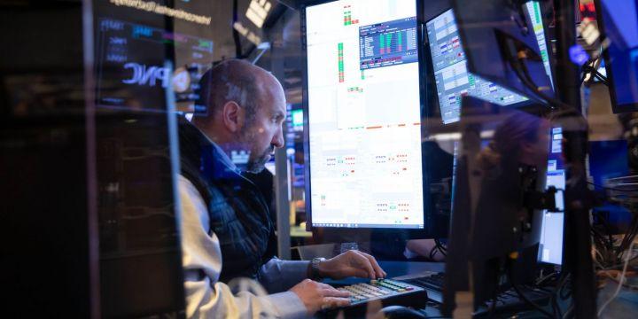 stocks-creep-higher-oil-gains.jpg