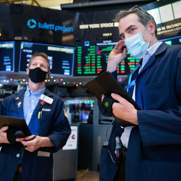 stocks-give-up-earlier-gains-trade-flat-even-after-lighter-than-expected-inflation-report-scaled.jpg