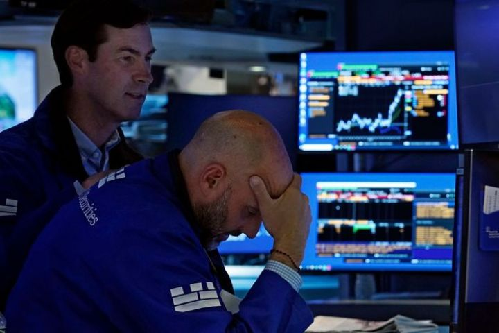 stocks-move-higher-in-wake-of-wall-street-rout.jpg
