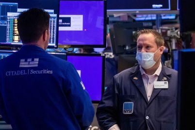 stocks-pause-after-sp-500-nasdaq-hit-records.jpg