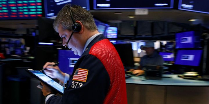 stocks-waver-after-sp-500-notches-record.jpg