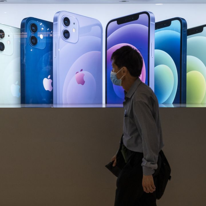 top-apple-analyst-unloads-his-big-predictions-through-2024-including-a-folding-iphone-scaled.jpg
