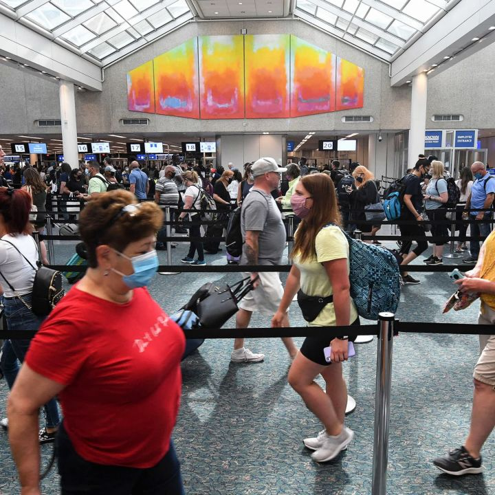 tsa-airport-screenings-drop-to-lowest-since-may-as-travel-and-fares-fall-scaled.jpg