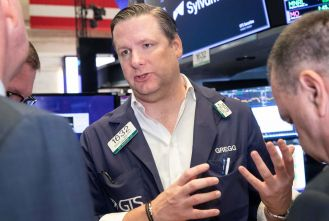 u-s-futures-dip-ahead-of-a-big-week-of-earnings-scaled.jpg