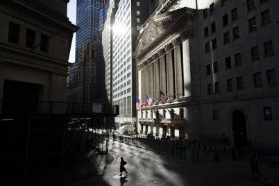 u-s-stocks-close-at-record-levels.jpg