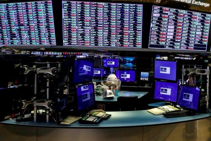 u-s-stocks-edge-lower.jpg