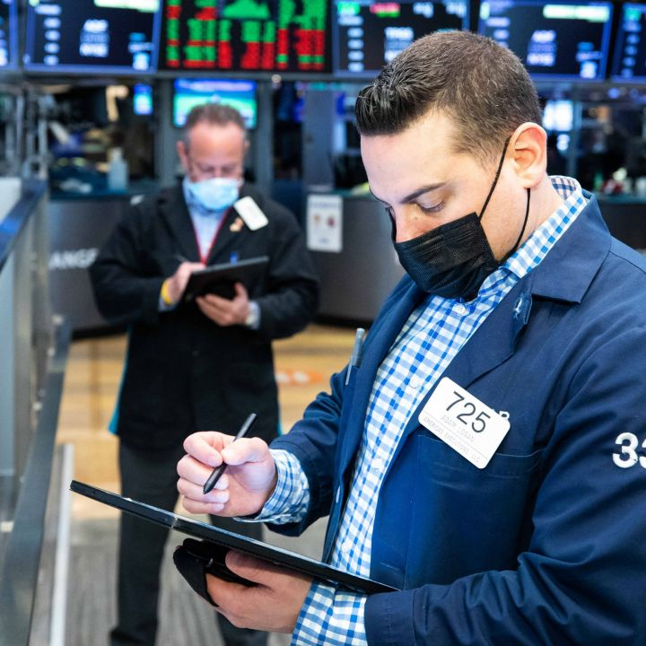 u-s-stocks-snap-back-to-start-october-dow-jumps-500-points-scaled.jpg