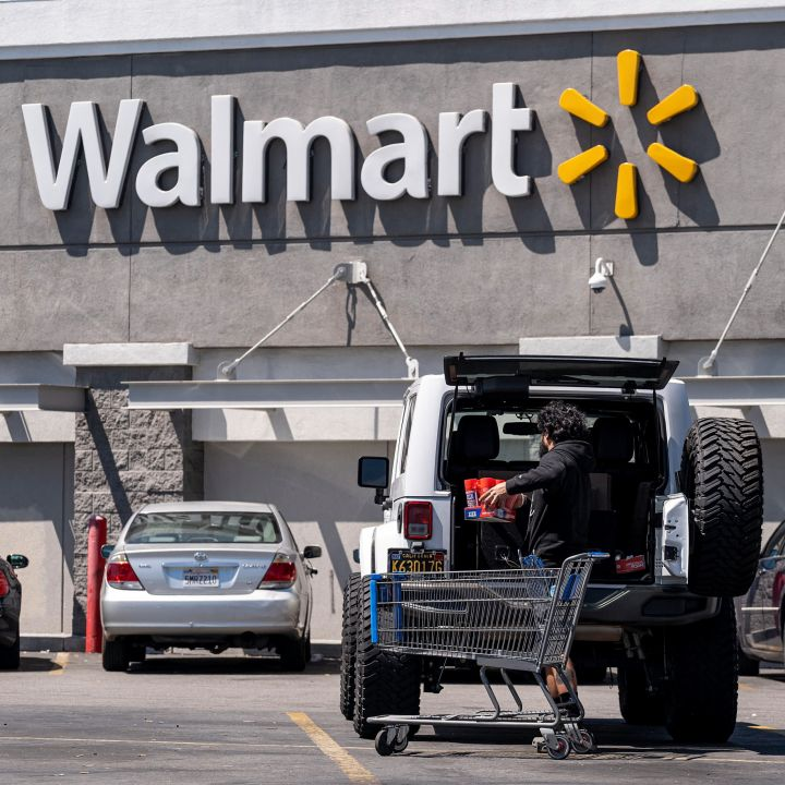 walmart-aims-to-hire-20000-supply-chain-employees-as-it-ramps-up-for-the-holiday-season-scaled.jpg